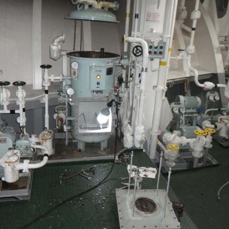 油水分離器を開放した状態